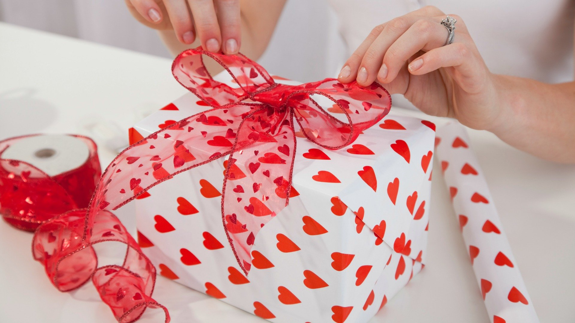 Creative gifts ideas for the groom to be venuelook blog Top ten valentine gifts for her