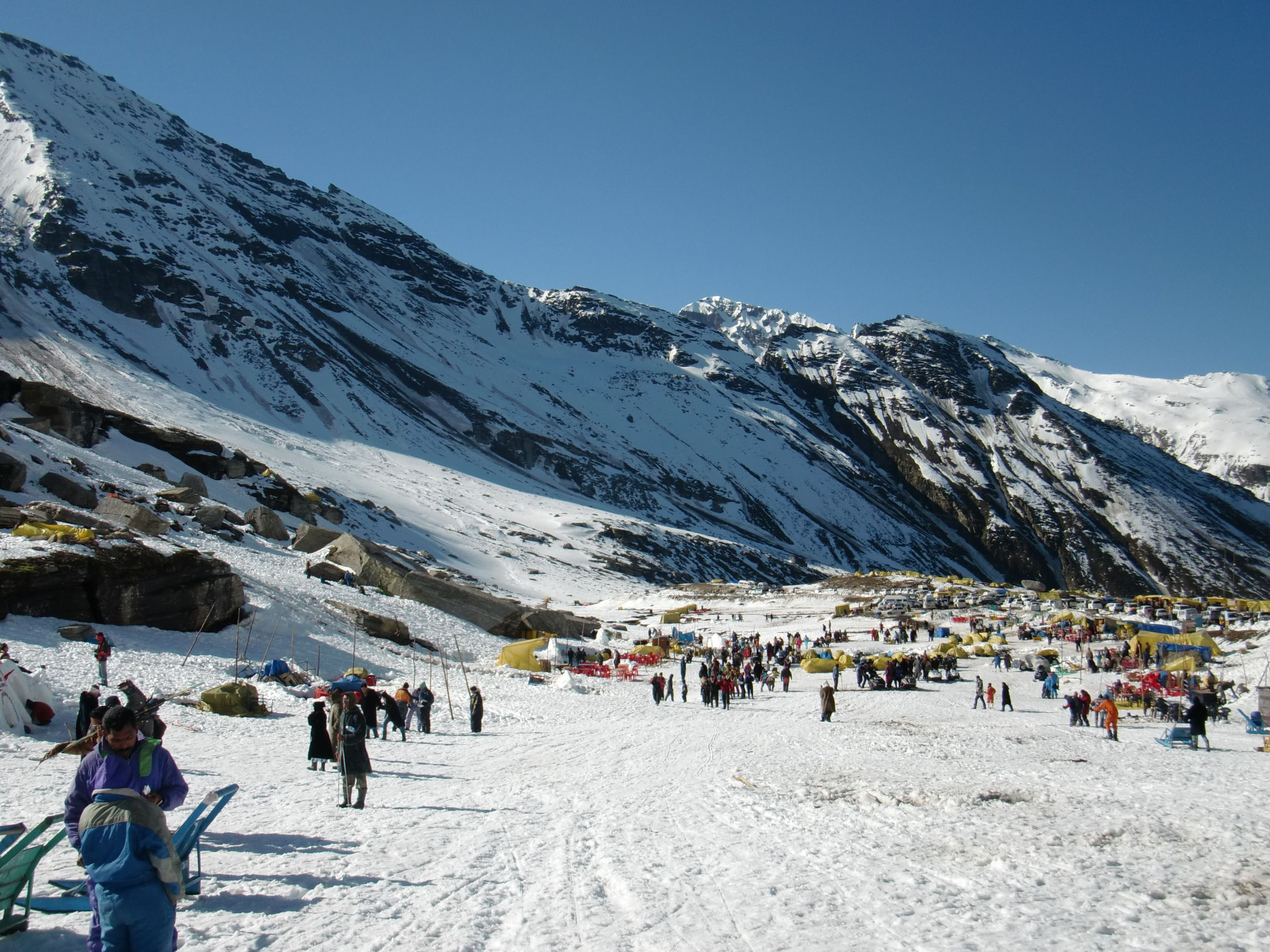 Rohtang_pass_snowy_valley01
