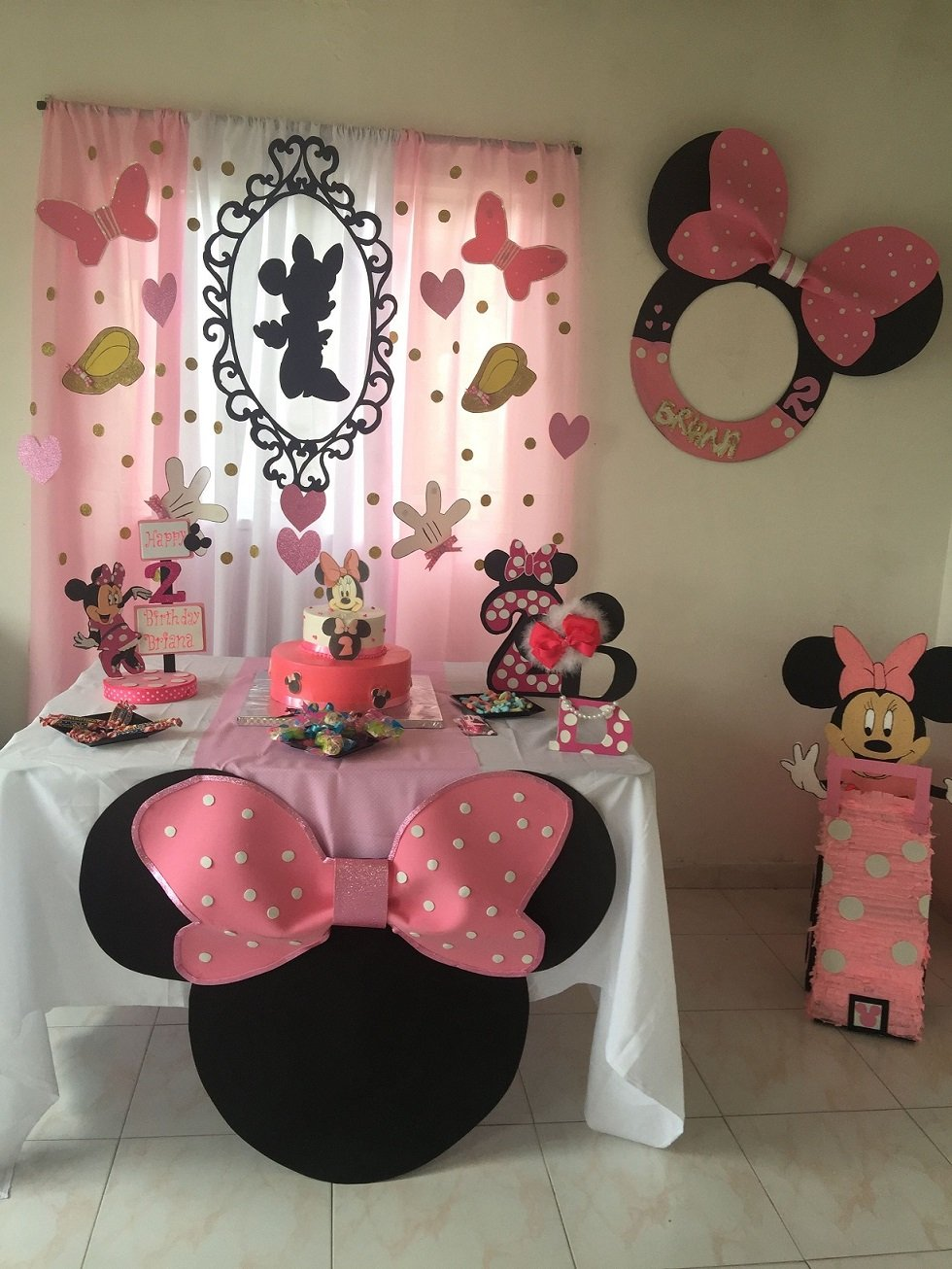Minnie Mouse theme for first birthday party of girl | Minnie Mouse theme decoration ideas